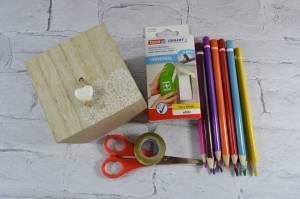 Materiały potrzebne do zrobienia wiszącego pudełka na kredki