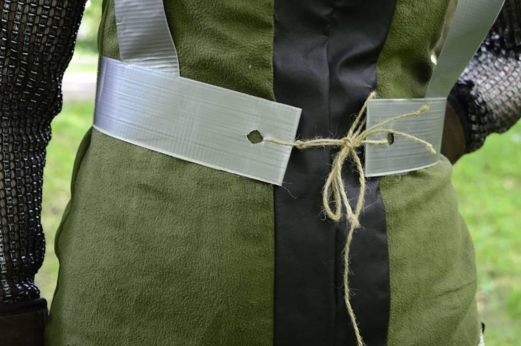 Pochwa na miecz z taśmy tesa Duct - zbliżenie na wiązanie