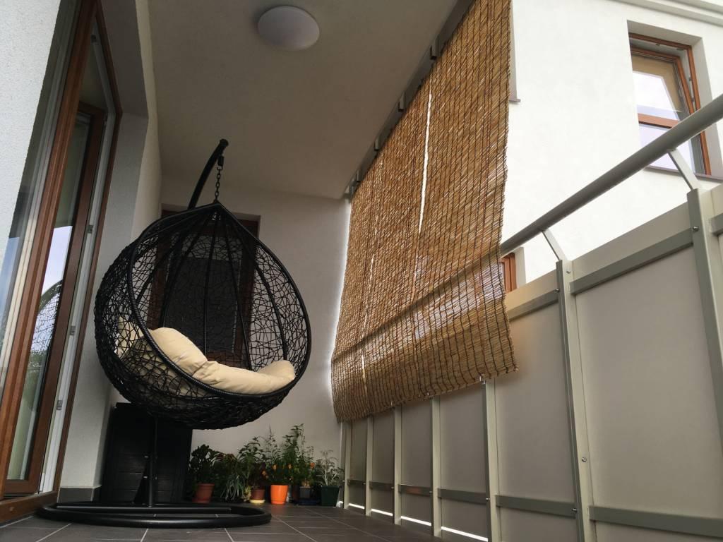 Montaż rolety z balkonie z użyciem śruby samoprzylepnej tesa
