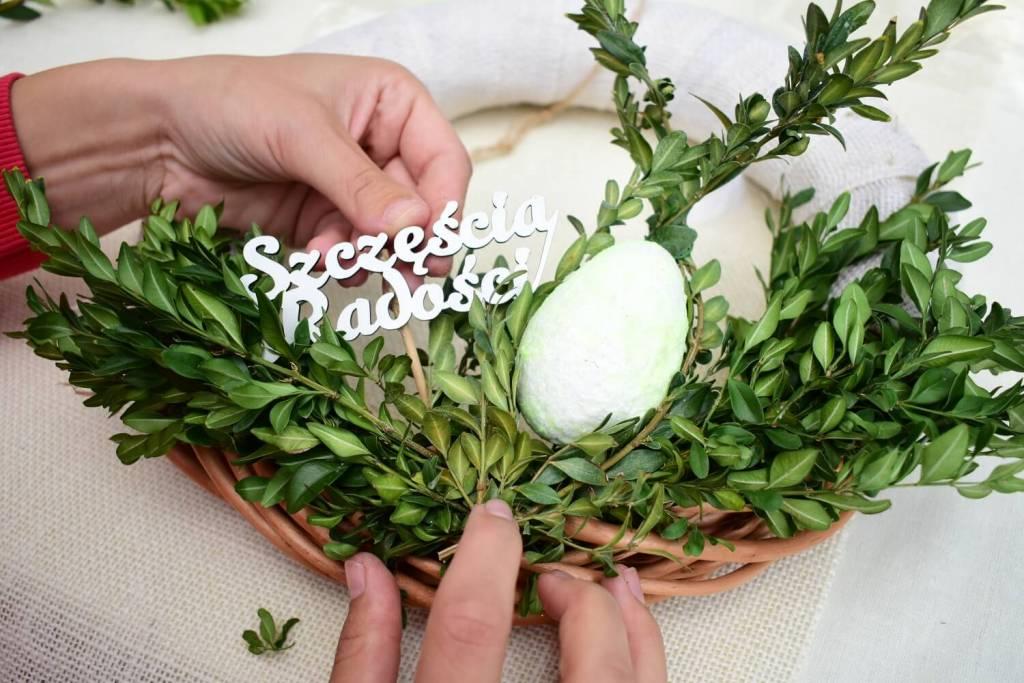 Wianek wielkanocny - jajko w gniazdku