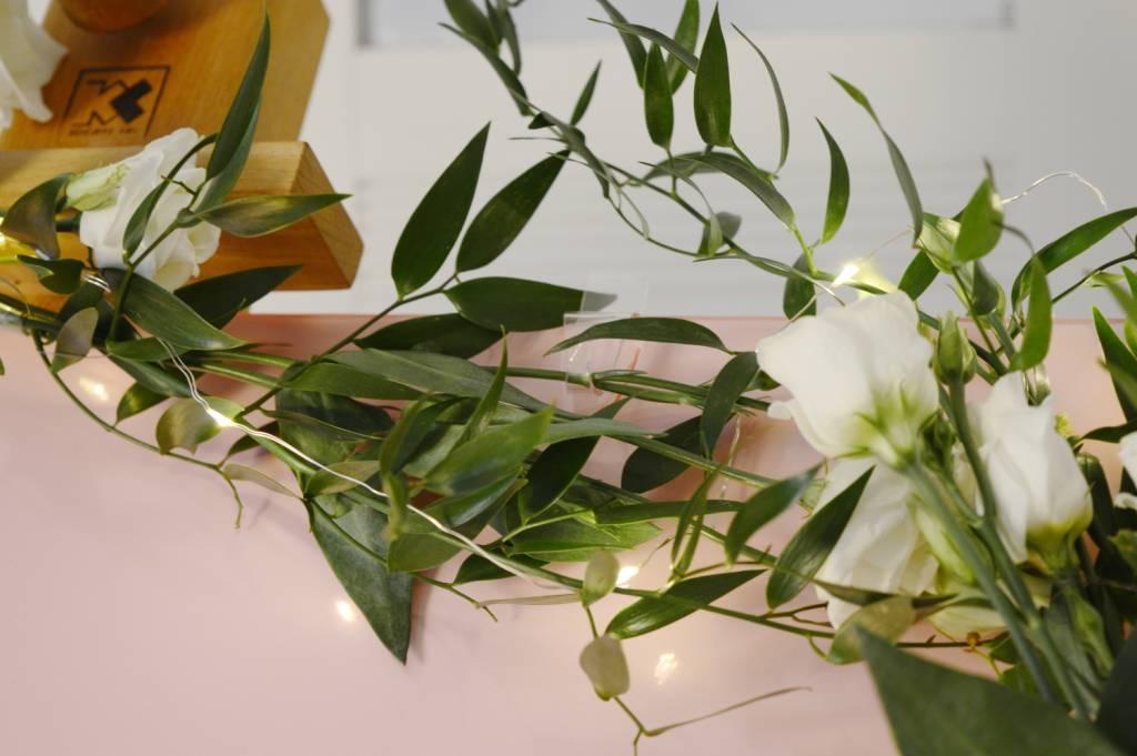 Tablica powitalna - zaczepienie kwiatów