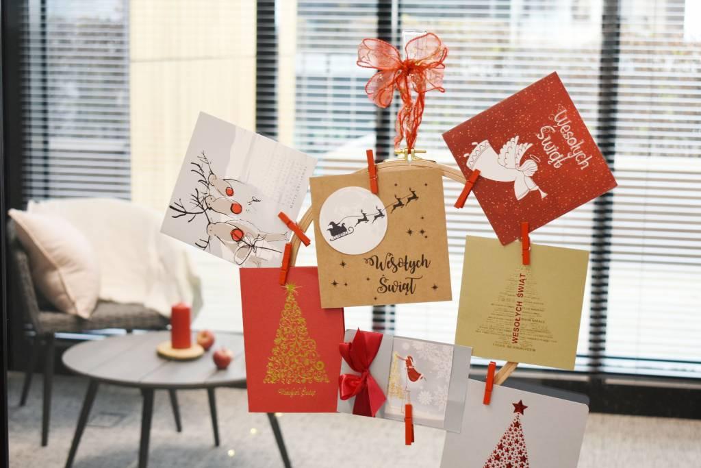 Ozdoba DIY z kartek świątecznych
