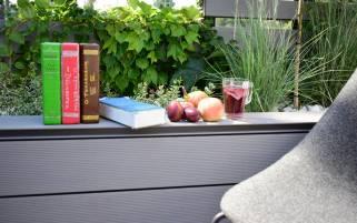 książki_w_ogrodzie