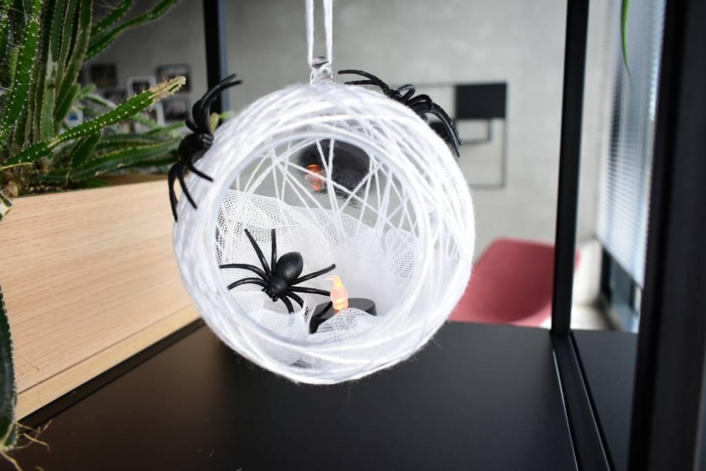 dekoracja hallowen z pająkami