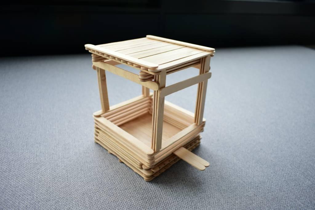 Karmnik z szufladką DIY