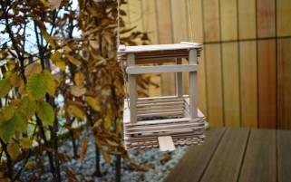 Karmnik dla ptaków z patyczków