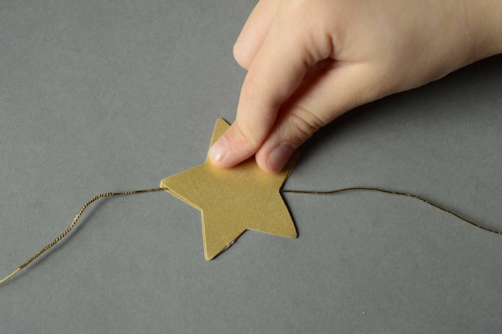 Złota gwiazdka - papierowy łańcuch DIY