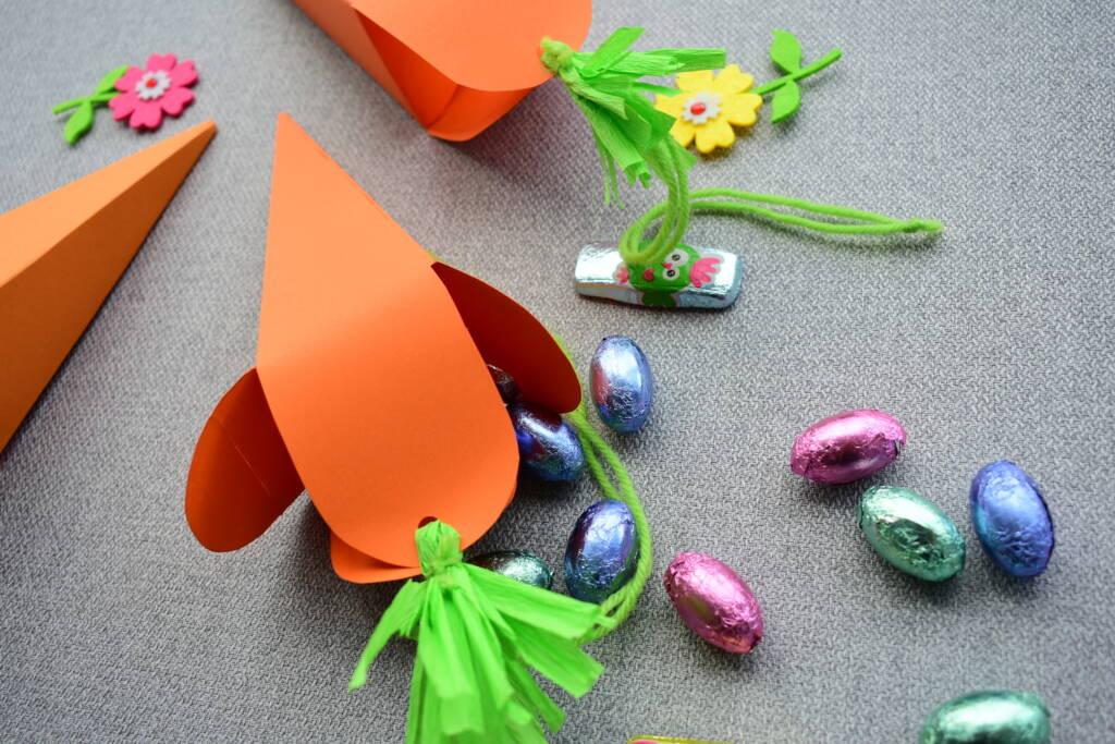 Papierowe pudełka w kształcie marchewki